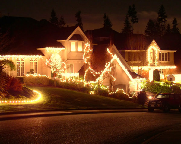 The Best Neighborhoods to See Holiday Lights